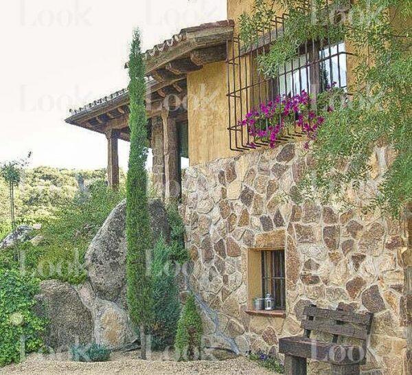 pablo-iglesias-irene-montero-casa-exterior-5