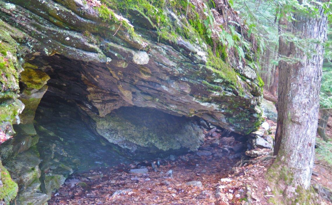 4-Cave-Close-Uncanoonuc-20200429