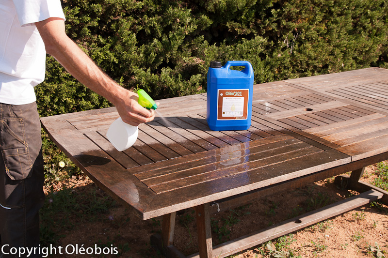 R nover et nettoyer votre mobilier de jardin blog protection bois - Produit pour decaper le bois ...