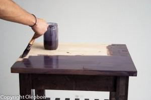 Application de l'huile teintée