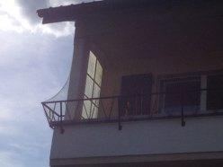 Filet de protection pour balcon - enveloppement de la rembarde