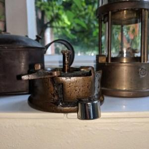 mining lamp opening magnet