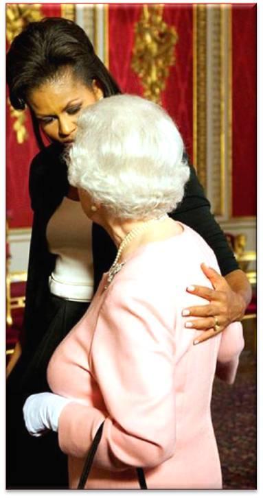 Michel abraza a la Reina