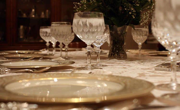 Reglas de cortesa buenos modales en la mesa