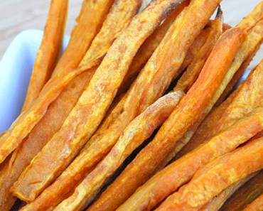 Your dogs are in for a real treat with these homemade plain or honey glazed sweet potato pup fries. Get the recipe on Proud Dog Mom!