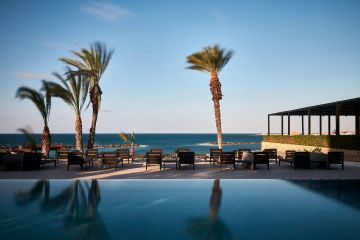Poolbereich des Thanos Hotels Almyra