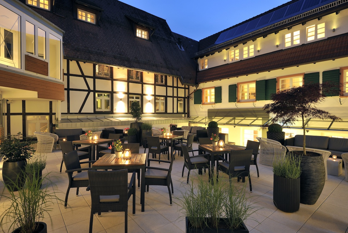schlosshotel luxushotel deutschland schwarzwald wein gourmet-restaurant weinbau wellness sport guide michelin spa