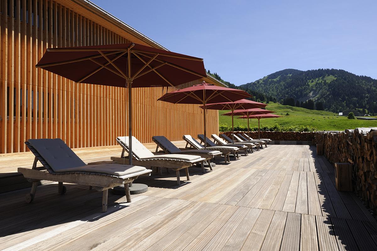 hotels luxus-hotels schweiz deutschland österreich tegernsee graubünden berner-oberland zillertal bayern allgäu zell-am-see berghotels wandern reisen natur entspannung alpen chalets