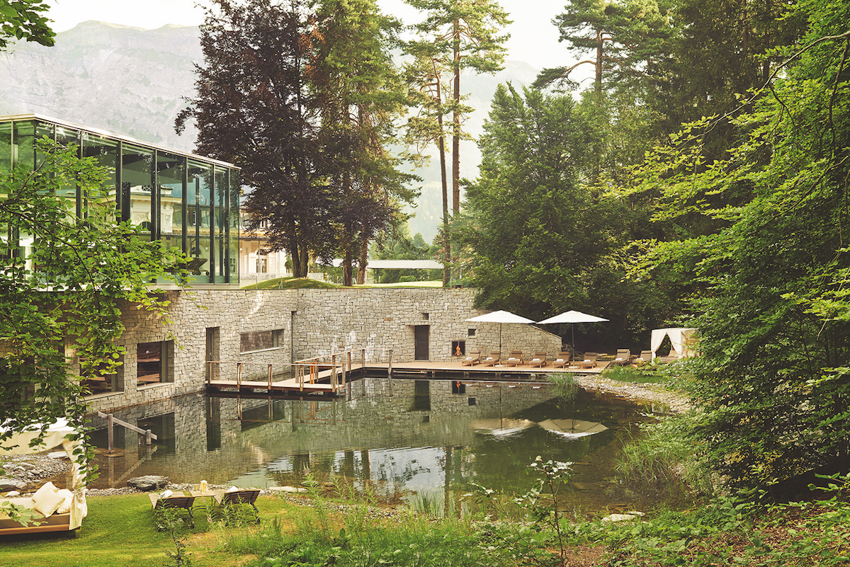 aussenpool waldhaus flims beste hotels schweiz europa superior grand hotel wellness spa pool 5-sterne-hotels luxus-spa
