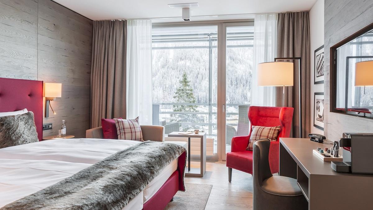 hotel hotels vier-sterne fünf-sterne davos graubünden schweiz wintersportregionen restaurants preise ferien