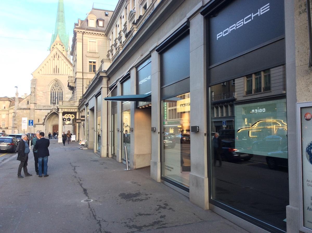 porsche exclusive manufaktur sportwagen limitiert veredelt modelle sportlimousinen individualisiert store shop luxusmarke zürich paradeplatz pop-up-store