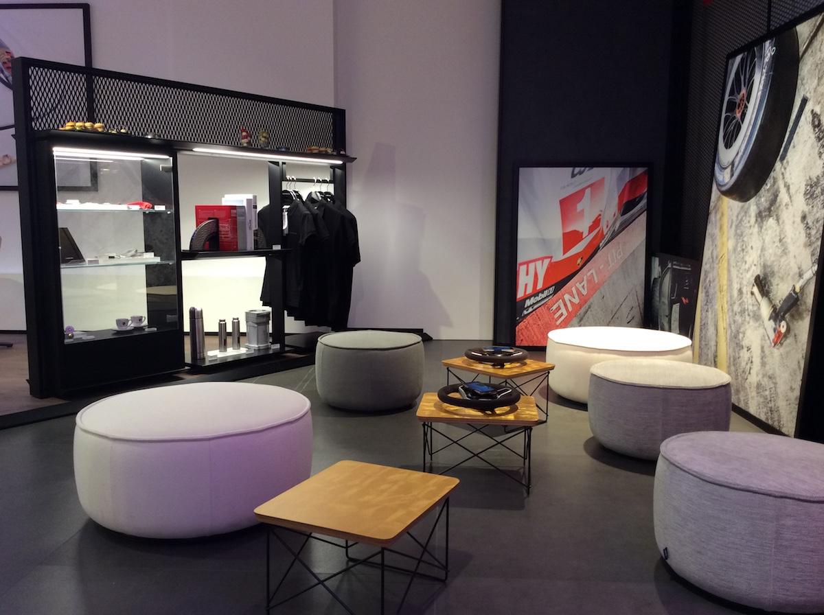 porsche exclusive manufaktur sportwagen limitiert veredelt modelle individualisiert store shop luxus luxusmarke zürich paradeplatz pop-up-store
