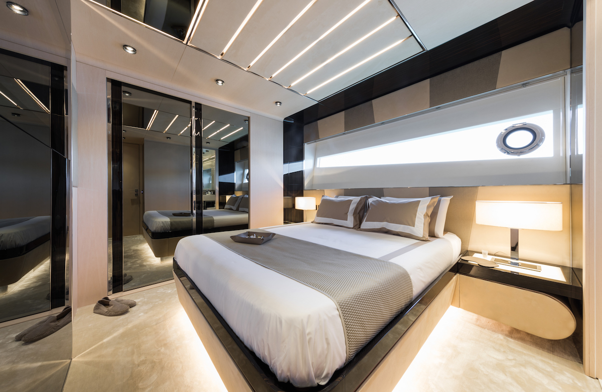 luxury yachts mega-yachts new motor-yachts dominator inside