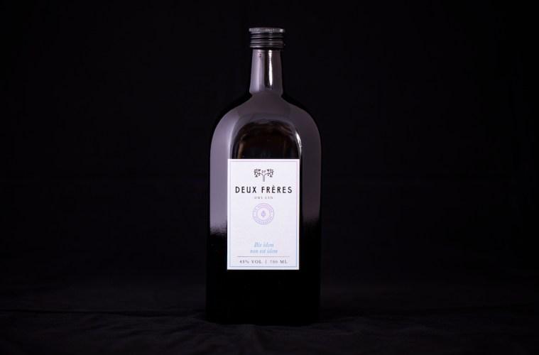 alkohol schweiz schweizer gin hochwertig gin spirituosen destillerien deux frères