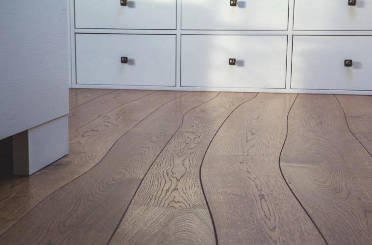 Ein «Bolefloor»- Boden von NATURO KORK folgt der Natur und ist mit jedem Exemplar ein charaktervolles Einzelstück.