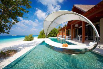Der Pavillon verfügt über großzügige, abgeschiedene Außenbereiche mit privatem Pool und Jacuzzi