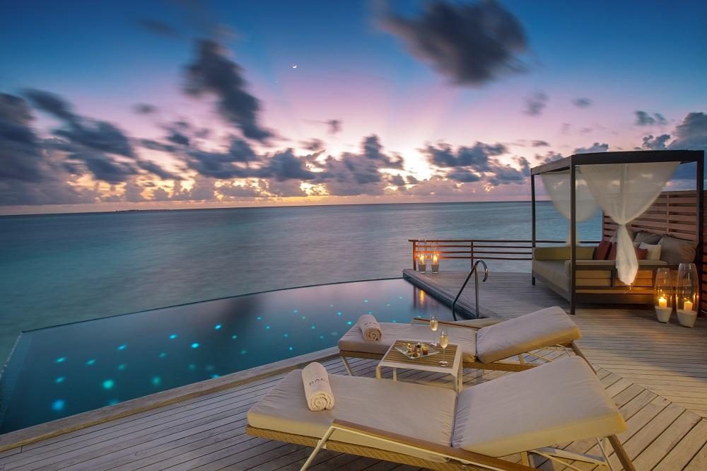 Overwater Villa Pool Ozean Liegen Terrasse