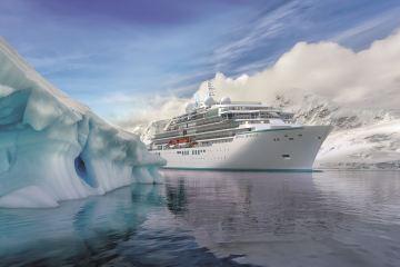 Die Crystal Endeavor im Eis