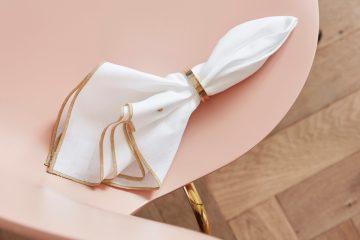 Stoffservietten von White+ schmücken jeden Tisch