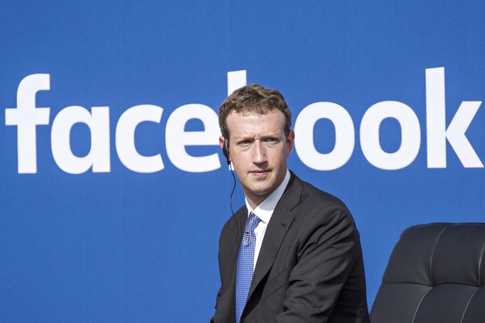 Zuckerberg garante: Facebook não fica te ouvindo pelo microfone do celular