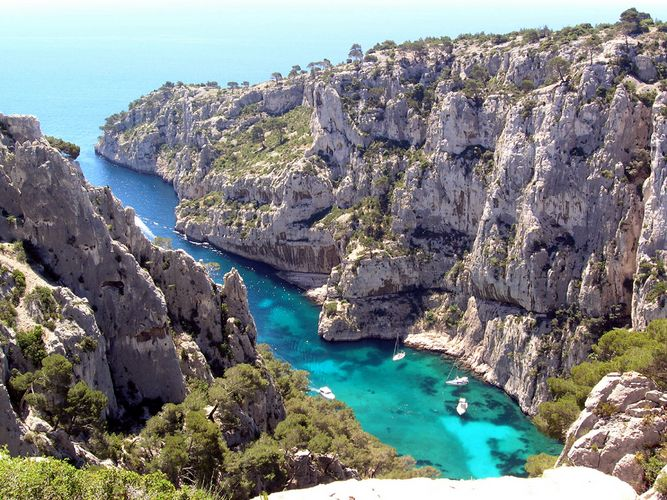 Cassis Provence rocky inlet