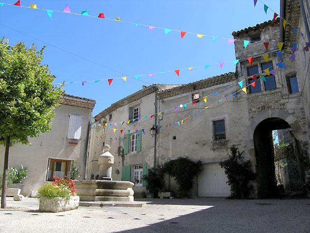 Photo Place Du Village DEspeluche