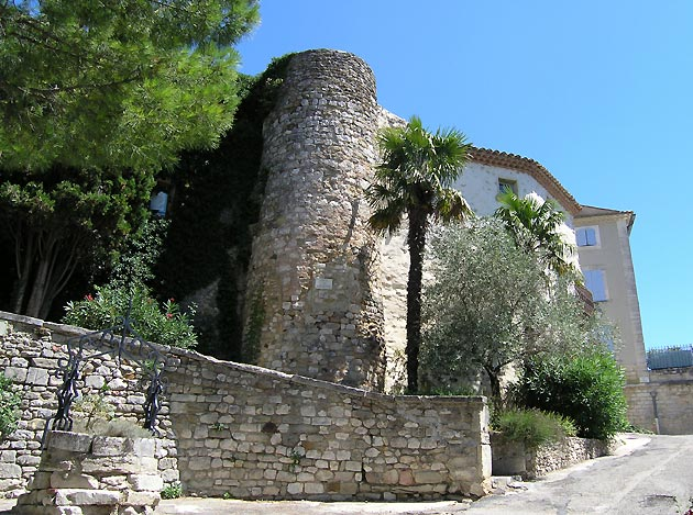 Photo Remparts Du Village De Valaurie