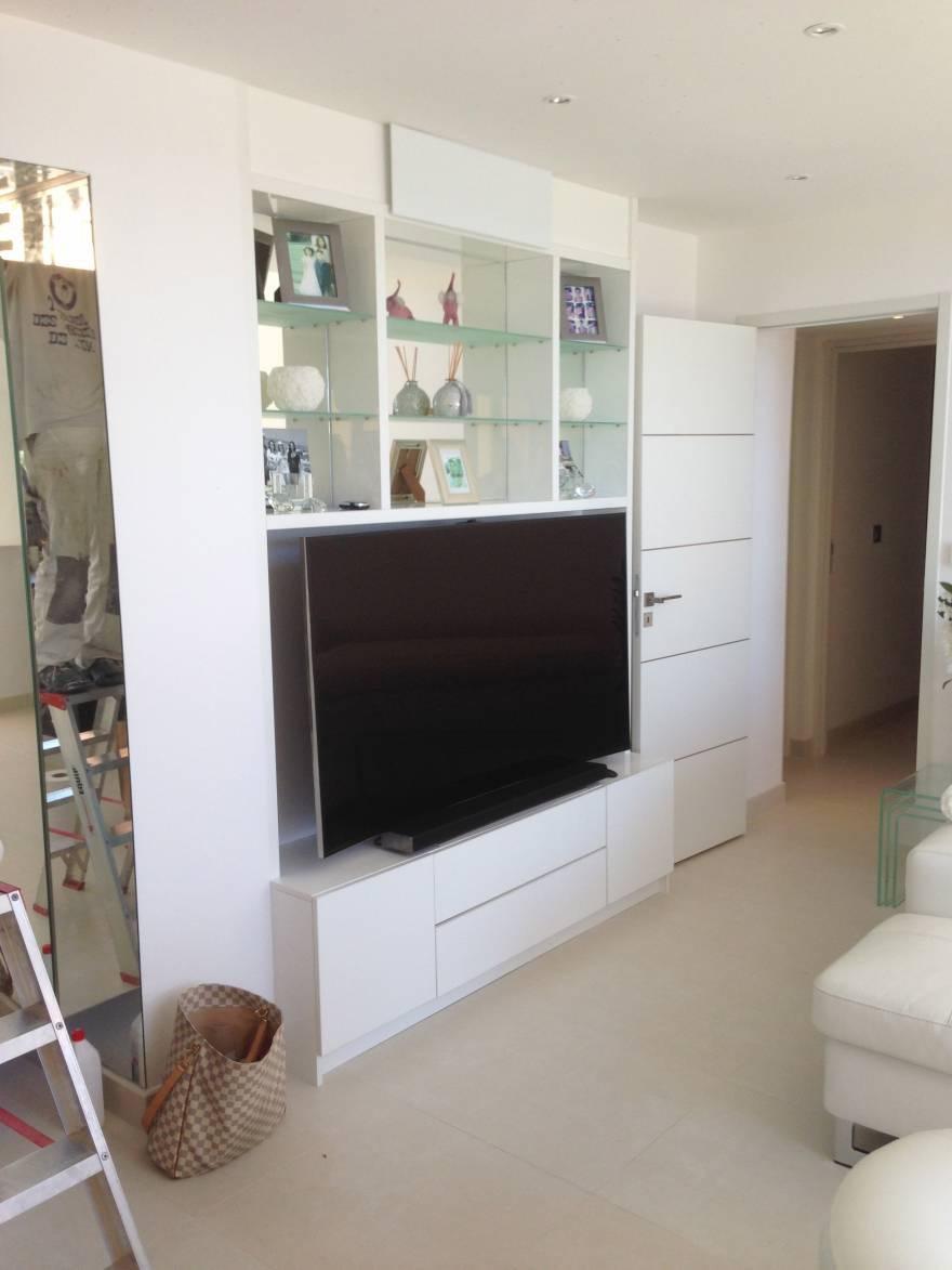Meuble TV Laqu Blanc Avec Fonds En Miroirs Et Tagres En
