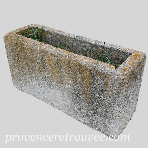 auges et lavoirs anciens en pierre