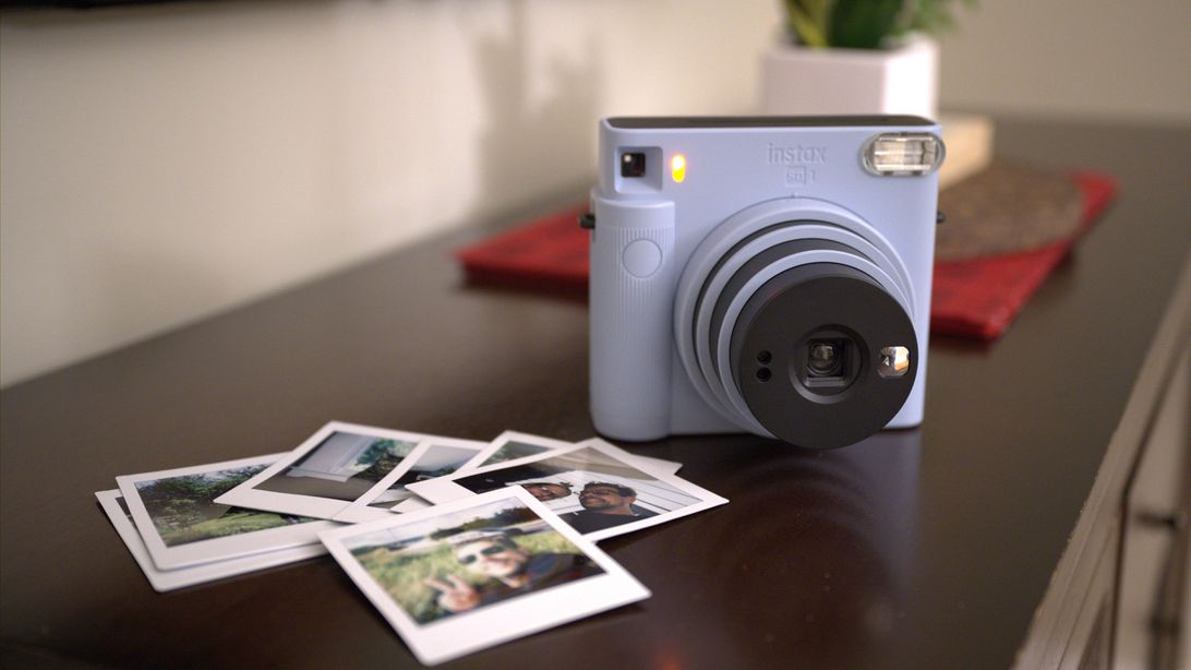 Fujifilm Instax Square SQ1 simplifies selfies for instant film fans
