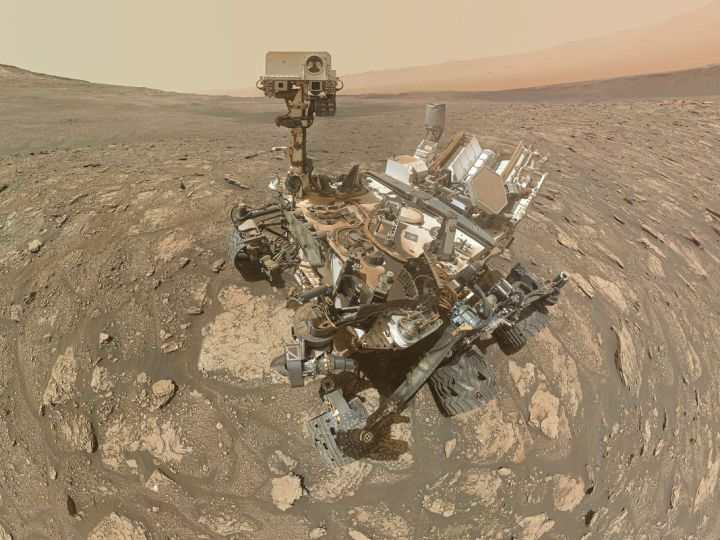 NASA Mars selfie shows Curiosity rover proudly posing with drill holes