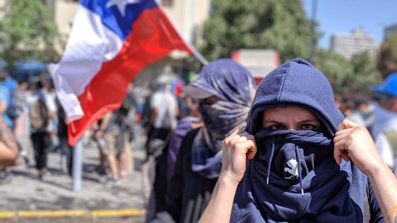 Estallido social en Chile:Crónicas de la muerte de un modelo económico y político