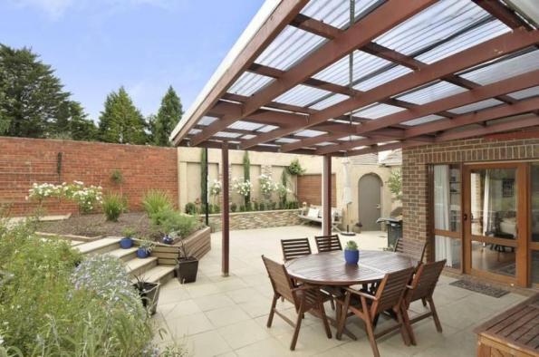 model teras rumah sederhana menggunakan atap transparan