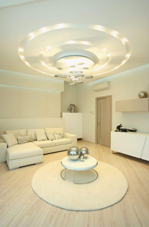 plafon rumah minimalis dengan ornamen lampu melingkar