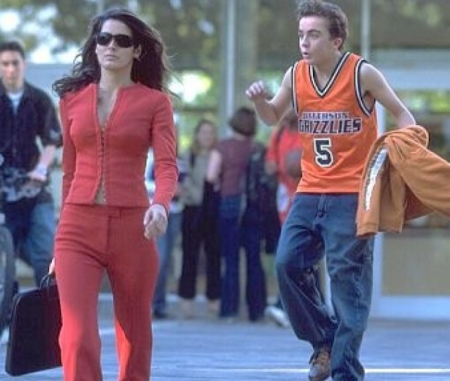 Angie Harmon And Frankie Muniz In Agent Cody Banks