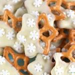 easy-chocolate-dipped-snowflake-pretzels-recipe-great-for-edible-gifts-or-christmas-party-food-cute-nutcracker-themed-food-idea
