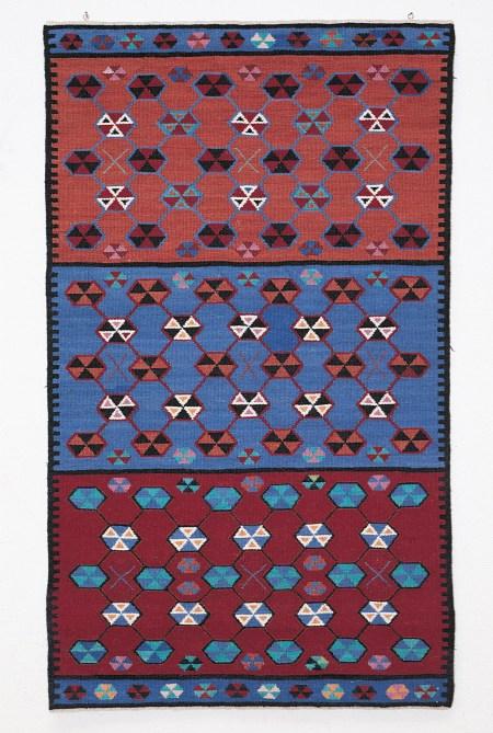 Tekstile Udtryk. Væveren Ann Sloth: Tæppe, 1987. 108 x 65 cm. Foto: Lars Pryds.