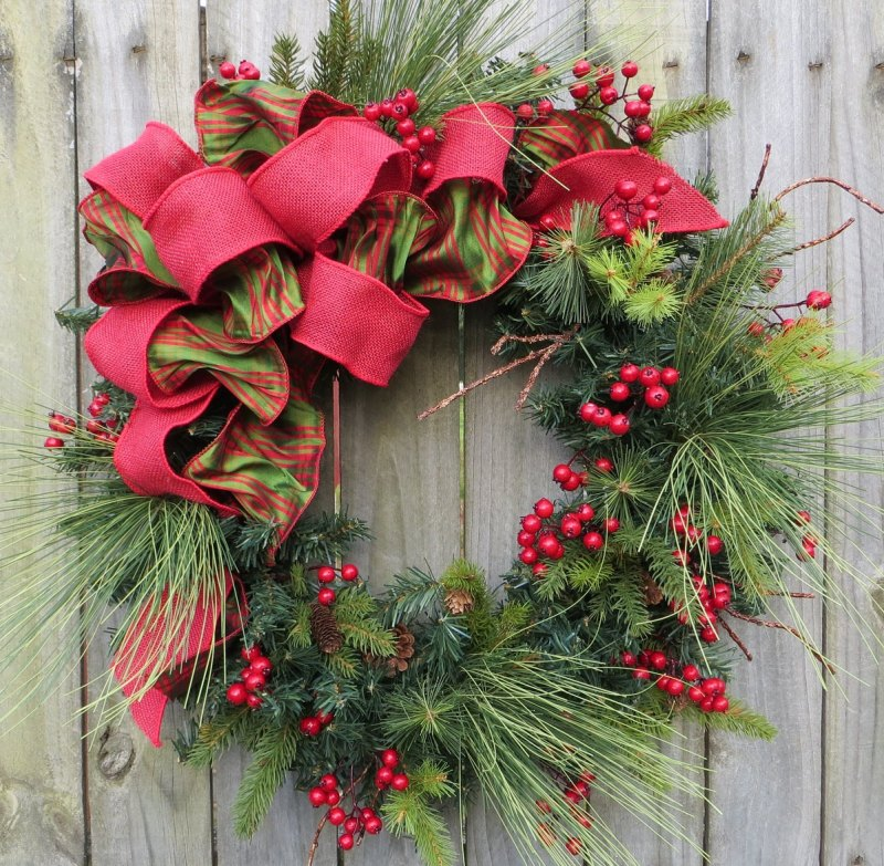 Decorating Wreaths: Costa Rica Christmas Decorations
