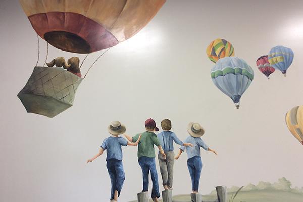 wall-painting-kids-hot-air-balloons