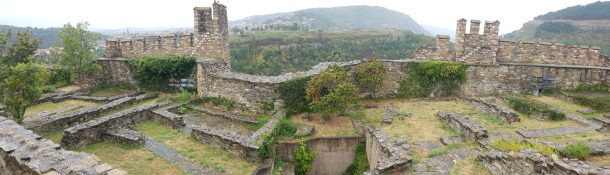 plus-size backpacker bulgaria veliko tarnovo tsarevets fortress