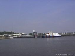 De Koningin Beatrix (1993) en een Fast Ferry (2004) van BBA Fast Ferries in de veerhaven van Breskens.