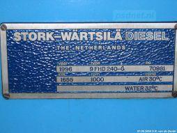Een naamplaatje van de Stork-Wärtsilä machine (nummer 70981) met als bouwjaar 1996.