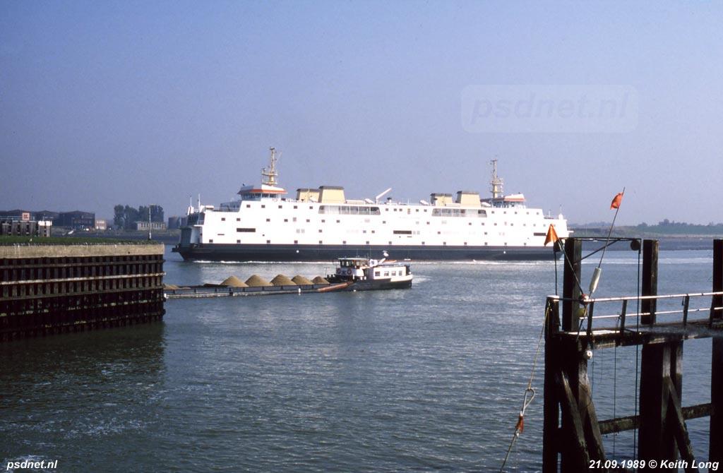 Op 5 december 1985 komt de Juliana voor het eerst aan in Vlissingen. De kapitein van de enkeldekker Prinses Beatrix begroet de nieuwe PSD-aanwinst en bemanning over de marifoon: 'Ik kan niet zeggen dat het van deze kant een mooi schip is, maar we zullen er wat moois van maken.'