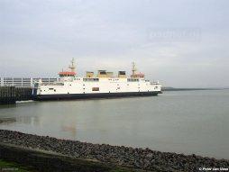 De PSD-veerboot in de veerhaven van Breskens. Op de voorgrond de locatie van de huidige Westerschelde Ferry Terminal.