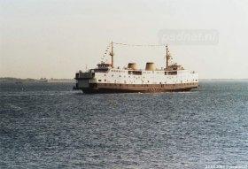 De voormalige Prins Willem-Alexander samen op de foto met de Prins Johan Friso bij het vertrek van de eerste veerboot naar Italië in 2003.