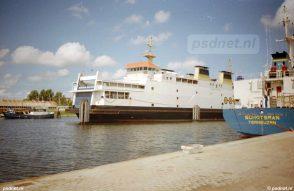De Koningin Beatrix voor onderhoud in de Binnenhaven. Ook in de tijd BBA Fast Ferries vond er onderhoud plaats aan de voormalige PSD-werkplaats.