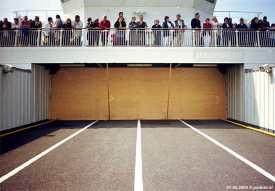 De laatste maanden voer de Prins Johan Friso met een afgesloten autodek rond. De schotten waren geplaatst vanwege de PSD-reünie die in 2004 plaatsvond op de Friso.