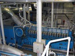 Vier Stork-Wärtsilä dieselmotoren met een vermogen van 1655 kW per stuk wekken de benodigde stroom op voor de ABB-Jeumont-Schneider-motoren.