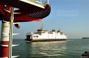 De veerboot Koningin Beatrix nabij het havenhoofd van de Buitenhaven van Vlissingen.