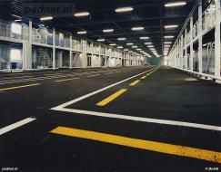 Op het hoofdrijdek kunnen 104 personenauto's staan (in 5 rijbanen, 458 meter) of 30 vrachtwagens (in 4 rijbanen, 345 meter).